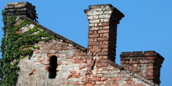 3 Dangers of a Crumbling or Spalling Brick Chimney